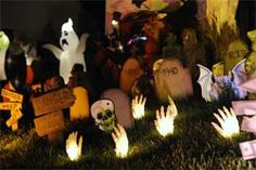 10 Cheap DIY Halloween Decorating Ideas (Indoor and Outdoor) - http://www.creditvisionary.com/10-cheap-diy-halloween-decorating-ideas-indoor-and-outdoor