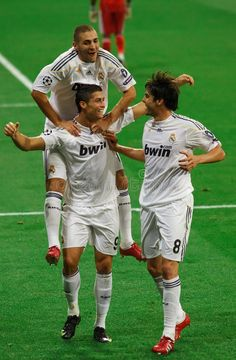 Kaka, Ronaldo and Benzema. Cristiano Ronaldo, Kaka, and Karim Benzema celebrate the first goal of Real Madrid's victory over Olympique Marseille in Champions League group stage action. Real Madrid Club, Real Madrid Players, World Best Football Player, Best Football Team, Football Players, Neymar Football, Cristiano Ronaldo 2009, Imagenes Real Madrid, Bayern