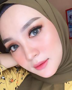 beautiful makeup ideas for your prom party 33 Hijab Makeup, Skin Makeup, Beauty Makeup, Beautiful Lips, Beautiful Hijab, Muslimah Wedding, Hijab Style Dress, Muslim Beauty, Beautiful Muslim Women