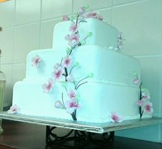 Simple wedding cake. Very pretty. :)