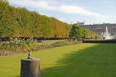 Paris 1er - Jardin du Palais-Royal - Le canon qui tonne tous les jours à midi .