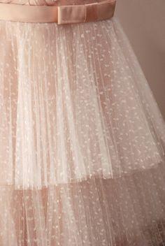 Estilista Rita Camparato & Sua Linha de Vestidos Sob Medida Para Noivas - Detalhe do Vestido: camadas de tule plissado