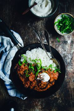 Moroccan Spiced Aubergine in Tomato Sauce Veggie Recipes, Vegetarian Recipes, Cooking Recipes, Healthy Recipes, Savoury Dishes, Vegan Dishes, Food For Thought, Food Inspiration, Food Photography