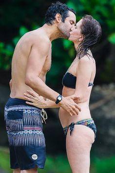 Kristen Wiig Gets Hot and Heavy With Her Rumored Boyfriend During a Hawaiian Vacation