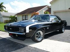 Classic Muscle Cars / 1969 Chevrolet Camaro SS