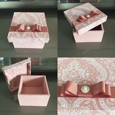 Caixinha de mdf 8x8!! Muita delicadeza com esse tecido lindo!! Ótimas para lembrança de maternidade/batizado/aniversários e casamento!   #artedemimar #mdfetecido #lembrancamaternidade #lembrancabatizado #lembrancabatismo #lembrancaaniversario #lembrancacasamento #lembrancamadrinha #lembrancasfinas #caixasfinas Box Creative, Creative Gift Wrapping, Handmade Crafts, Diy And Crafts, Paper Crafts, Personalised Gifts Diy, Diy Gift Box, Decoupage Vintage, Tea Box