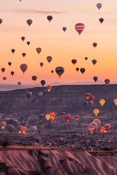 Hot air balloons flying over Cappadocia -Turkey // Photography by _ K T I A c ., Travel the world, Nature Photography, Travel Photography, Photography Training, Travel Wallpaper, Iphone Wallpaper Books, Turkey Travel, Jolie Photo, Travel Aesthetic, Adventure Is Out There