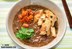 Sopa de miso con fideos soba, pollo y calabaza