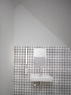 Clean and simple bathroom lavatory. Family House in Klokočná / Studio pha White Bathroom Tiles, Simple Bathroom, Wall Tiles, Bathroom Toilets, Wet Rooms, Interiores Design, Bathroom Inspiration, Bathroom Interior, Interior Architecture