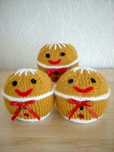 Chocolate Orange Covers - Gingerbread Men Knit Christmas Ornaments, Christmas Stocking Pattern, Christmas Knitting Patterns, Knitting Patterns Free, Christmas Crafts, Christmas Balls, Family Christmas, Small Knitting Projects, Knitting For Charity