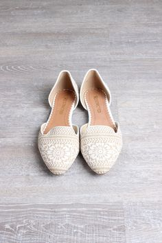 - White/Linen Detail - Round Pointed Toe - Imported - Style No. R-Glory Fit: True to Size!