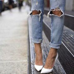 Ripped denim or boyfriend jeans and heels love it Ripped Denim, Distressed Denim, Torn Jeans, Ripped Knees, Cuffed Jeans, Skinny Jeans, Blue Jeans, Casual Jeans, Casual Chic
