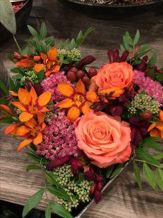 Høstdekorasjon Floral Wreath, Wreaths, Home Decor, Floral Crown, Decoration Home, Door Wreaths, Room Decor, Deco Mesh Wreaths, Home Interior Design