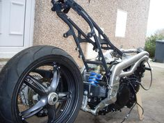 Speed Triple swingarm and shock assembly, wheel and brake disk, sprocket and hub assembly