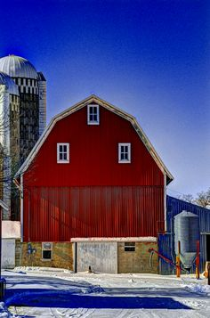 30 Fantastic Red Barn Building Ideas For Inspire You Country Barns, Country Life, Country Living, Farm Barn, Old Farm, Farms Living, Red Barns, Old Buildings, Farmhouse Chic