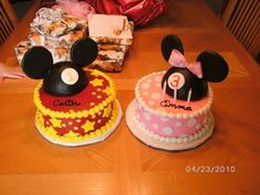Mickey and Minnie birthday cakes how cute maybe the pink one for caylee
