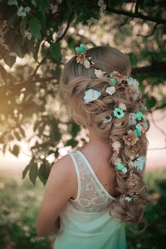 Stunning crowns for festivals, parties or weddings :) by CarbickovaBijoux Romantic Wedding Flowers, Wedding Hair Flowers, Flowers In Hair, Flower Hair, Flower Crowns, Vintage Wedding Hair, Wedding Hair Pins, Wedding Hair Down, Evening Hairstyles