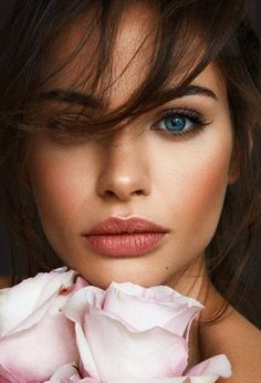 The Best Beauty Tips For People Of All Ages. A good beauty routine should be relaxing and pleasant. Now you can try some new beauty techniques with co Beauty Makeup, Hair Makeup, Hair Beauty, Makeup Hairstyle, Makeup Eyes, Best Beauty Tips, Beauty Hacks, Bridal Makeup, Wedding Makeup