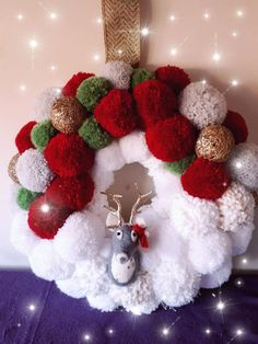 Pom Christmas Wreath by Rosi Christmas Pom Pom, Christmas Wreaths To Make, Christmas Tree Decorations, Christmas Crafts To Make, Christmas Books, Christmas Fun, Holiday, Christmas Soldiers, Pom Pom Wreath