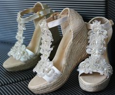 Carmenchu Shoes colección novias 2015. Bridal wedges #weddingshoes