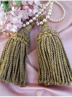 Pair Tassels gold metallic  pompons
