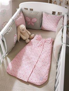 Assalam Alaykoum Mes très chères lectrices, je vous propose une belle collection de Tour de lit pour bébé fille , juste magnifique! Enjoy!