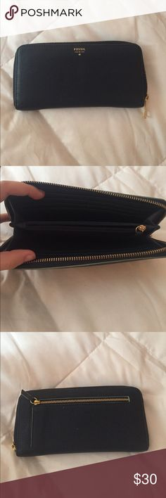 Fossil Wallet In great condition, used for a month or so. No stains or rips, gold zippers. 2 pockets for change, 12 card slots and 2 cash slots Fossil Bags Wallets