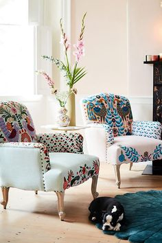 Vibrant flora and fauna lend a whimsical aesthetic to these plush Jimena Occasional Chairs - April 21 2019 at Home Decor Trends, Diy Home Decor, Room Decor, Decor Ideas, Home Decoration, Cute Dorm Rooms, Cool Rooms, Diy Casa, Farmhouse Side Table