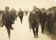 A prisoner under escort at the South Western Front during the Irish Civil War. Given the situation, everyone looks remarkably relaxed. Date: 22 July 1922 NLI Ref. Ireland 1916, Michael Collins, Civil War Photos, Army Soldier, Communism, Historical Photos, Civilization, Old Photos, The Past