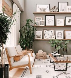 Boho chic living room, gallery wall picture ledges Bohemian Chic Home, Boho Chic Living Room, Bohemian Interior Design, Zeina, Wall Signs, Wall Tapestry, Wall Art Decor, Decor Styles, Gallery Wall