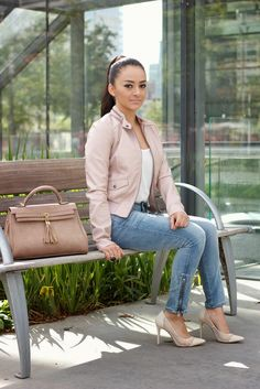 Blogger @Mayte doll's casual chic #OOTD is definitely a YES on our style radar! See more of her outfit on her blog - Maytedoll: Soft Neutrals