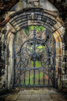 The gate to Mar's Wark in Stirling, Scotland. the arch.the gift of Roman engineering to the world.marked all the areas they influenced. Door Gate, Fence Gate, Stirling Scotland, Stirling Castle, Iron Gates, Garden Gates, Garden Archway, Garden Doors, Doorway