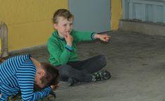 Další možností, jak děti zabavit v průběhu celé cesty je hra s kolíčky. Každý na začátku dostane určitý počet kolíčků na prádlo. Od této chvíli začíná hra a končí zpravidla až na konci výletu., hry pro děti