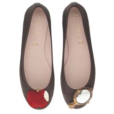Snow White shoes.  I want.