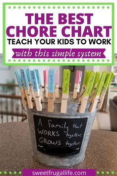 Best Chore Chart for Kids! This easy chore chart keeps the kids motivated to learn how to work and do their chores. teach kids to work Parenting Humor, Kids And Parenting, Parenting Hacks, Single Parenting, Parenting Goals, Family Chore Charts, Chore Chart Kids, Teaching Kids, Kids Learning