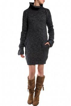 Maiya long knit mist Humanoid - Long and cozy knitted jumper with high split collar http://www.missgreta.se/eng/produkt.asp?kat=3&ugrupp=45&artnr=HM0069