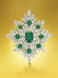 Van Cleef & Arpels–designed emerald and diamond brooch Diamond Brooch, Diamond Pendant, Emerald Diamond, Emerald Green, Diamond Rings, Van Cleef And Arpels Jewelry, Van Cleef Arpels, Antique Jewelry, Vintage Jewelry
