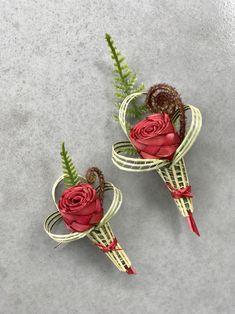 Flower Corsage, Wrist Corsage, Flax Weaving, Flax Flowers, Maori Designs, Maori Art, Beading Tutorials, Buttonholes, Flower Power