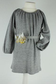 Mein il gufo Strickleid Kleid Tunika Strick Grau Blume Gr 98 3J NP125€ von il gufo! Größe 98 für 48,15 €. Schau´s dir an: http://www.mamikreisel.de/kleidung-fur-madchen/lange-kleider/32340557-il-gufo-strickleid-kleid-tunika-strick-grau-blume-gr-98-3j-np125eu.