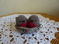 Love Birds free crochet pattern by blogger Yellow, Pink and Sparkly