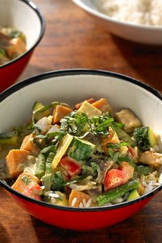 This Thai green curry is a kind of Asian comfort food The sauce made creamy with coconut milk and gently spicy with the curry paste is flavorful yet soothing The vegetabl. Curry Recipes, Asian Recipes, Vegetarian Recipes, Healthy Recipes, Ethnic Recipes, Healthy Foods, Dishes Recipes, Vegan Meals, Free Recipes