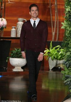 Matt Bomer look in the show of Ellen pic.twitter.com/wuYA3eGhlJ