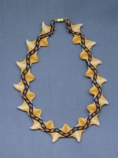 Ply-split points with central band. Contemporary Jewellery, Crochet Necklace, Braids, Weaving, Crocheting, Jewelry, Diy, Tapestry, Bang Braids