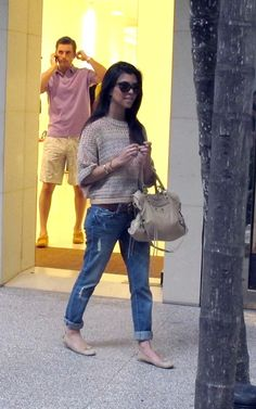 kourtney pulls off boyfriend jeans perfectly... i want some for fall!