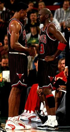 7c3faa3a095f Scottie Pippen and Michael Jordan Bulls Basketball