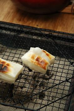 Grilled Mochi over Charcoal Fire|餅炭焼き - Crunchy toasty outside, gooey warm center and not sweet. Great with hot ocha お茶 (green tea) in winter! Japanese Kitchen, Japanese Dishes, Japanese Sweets, Japanese Food, Dessert Dishes, Desserts, Food Places, Asian Cooking, Asian Recipes