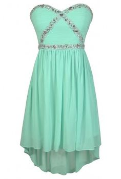 Adorable! This dress would be GREAT for any prom, or a formal get together! Like/follow for more :)