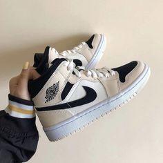 Dr Shoes, Cute Nike Shoes, Swag Shoes, Cute Nikes, Cute Sneakers, Nike Air Shoes, Hype Shoes, Shoes Sneakers, Cheap Cute Shoes