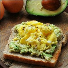 15 Flat Belly Breakfasts // wonderful for quick meals and snacks too EGG AND AVOCADO TOAST- CLEAN EATING Adapted from Rachael Ray Serves 1 1 egg, beaten with a splash of water avocado 1 slice whole wheat bread I Love Food, Good Food, Yummy Food, Tasty, Healthy Snacks, Healthy Eating, Healthy Recipes, Healthy Breakfasts, Clean Eating Diet