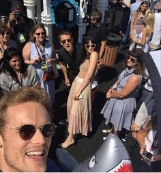 Outlander cast selfie'at 2017 Come-on.